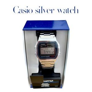 BRAND NEW Casio silver medium face watch, unisex and iconic watch.